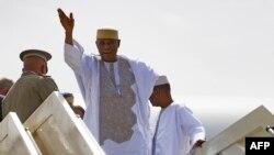 """En images: l'ex-président """"ATT"""" de retour à Bamako après 5 ans d'exil"""
