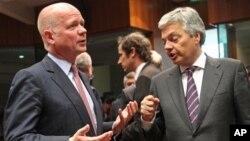 Britanski ministar spoljnih poslova Vilijam hejg i njegov belgijski kolega Didije Rejnders