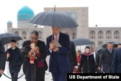 Ambassador Spratlen with Secretary John Kerry, Samarkand, Uzbekistan, November 1, 2015