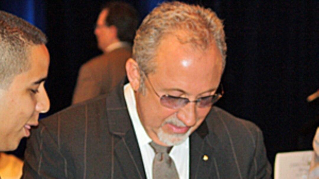Emilio Estefan Habla Con La Voa