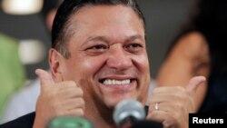 La renuncia de Johnny Araya podría permitir la llegada del primer presidente socialista en Costa Rica.