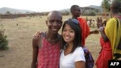 Đan Chi ở Phi Châu (với vết thương trên trán bắt đầu lành và 1 răng cửa giả sau tai nạn), 24/7/2010