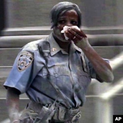 Une agente de la police new yorkaise le 11 septembre 2001