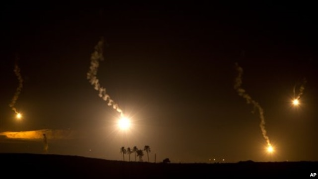 20일 이스라엘의 가자 지구 포격으로 인한 연기와 화염.