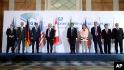 Lors de la réunion G7 : le commissaire européens Miguel Arias Canete, et les ministres de l'énergie dont l'Allemand Rainer Baake, l'Américain Rick Perry, le Canadien James Gordon Carr, l'Italien Carlo Calenda, la Française Ségolène Royal, le 10 avril 2017.