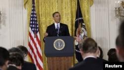 Барак Обама во время выступления на пресс-конференции в Белом Доме. Вашингтон, округ Колумбия. 14 января 2012 года