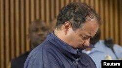 Ariel Castro, 52 tuổi, bị tố cáo giam cầm 3 phụ nữ trong nhà suốt 10 năm, ra toà lần đầu ngày 9/5/2013.