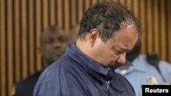 Ariel Castro saat tampil di pengadilan Cleveland, Ohio (9/5). Castro terbukti merupakan ayah dari anak perempuan seorang sandera.