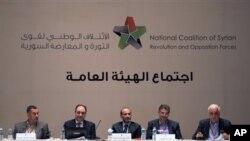 Anggota Koalisi Nasional Suriah dalam Sidang Umum di Istanbul, Turki (13/99). Kelompok oposisi Suriah ini telah memilih aktivis politik kawakan Ahmad Tumeh sebagai PM baru.