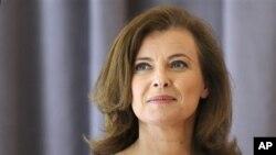 Valérie Trierweiler, partner Presiden Perancis, menganggap konsep ibu negara ketinggalan zaman, dan mengatakan bahwa ia akan terus bekerja sebagai wartawan (foto: dok.).