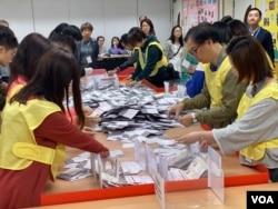 今届区议会选举在反送中运动影响下,投票率创历史新高的71.2%。 (美国之音/汤惠芸)