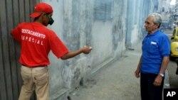 El régimen cubano ha emprendido campañas de prevención, difusión y fumigación para eliminar el mosquito causante del dengue.