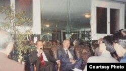 Ông Bùi Tín gặp gỡ người Việt ở San Francisco cuối năm 1991 (Ảnh: Bùi Văn Phú)
