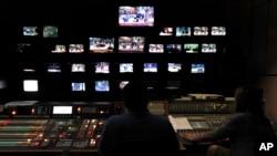 Ruang kontrol station televisi ERT di Athena, Yunani 12 Juni 2013 (Foto: dok).