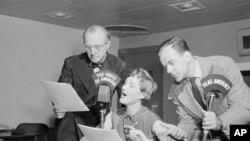 Çexoslovakiyanın üç sabiq sakini Amerikanın Səsində çexlərə həmin ölkənin kommunist rəhbərliyinin Associated Press müxbiri Vilyam Oatisi necə həbs etdiklərini danışırlar. 6 sentyabr, 1951.
