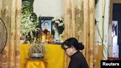 Bàn thờ cô Phạm Thị Trà My, người Hà Tỉnh, một trong 39 nạn nhân chết trong xe tải tại Essex, Anh.