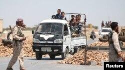 Повстанці Сирійських демократичних сил на контрольному пункті