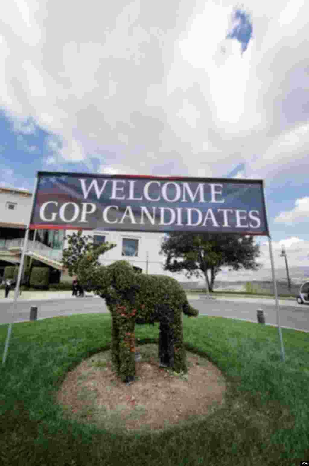 """فیل نماد حزب جمهوریخواه است. بنابراین تعجبی ندارد در خیرمقدم محل مناظره فیل """"سبزی"""" حاضر باشد."""