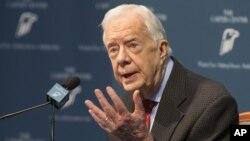 Eski Başkan Jimmy Carter, Atlanta'daki Carter Merkezi'nde gazetecilere hastalığını anlatırken.