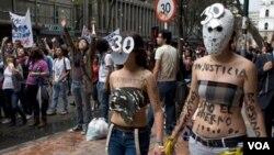 Unos 30.000 estudiantes marcharon en Bogotá, mientras que miles más lo hicieron en distintas ciudades del país.