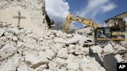 Cảnh đổ nát sau trận động đất ở Ý năm 2009