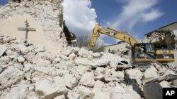 اٹلی کے قصبے لاکیولا میں 2009 کے زلزلے کے بعد تباہی کا منظر(فائل)