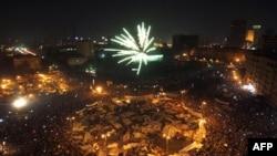 Pháo bông bắn lên ở Quảng trường Tahrir mừng thắng lợi
