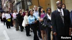 2011年8月15日民眾在紐約排隊參加工作聯招會(資料照片)