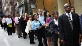 Economistas entrevistados por agencias de noticias predicen que la tasa de desempleo continuará en el 7,7%.