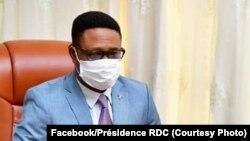 Désiré-Cashmir Eberande Kolongele akosala na ebonga ya directeur ya cabindet ya président Félix Tshisekedi na esika ya Vital Kamerhe, Kinshasa, 5 mai 2020. (Facebook/Présidence RDC)
