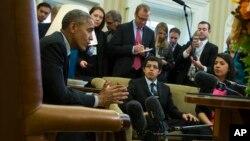 Presiden Obama hari Rabu (4/2) di Gedung Putih bertemu dengan enam anak muda yang dibawa secara illegal ke AS.