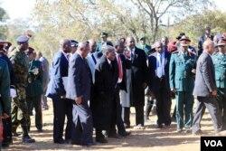 UMongameli Mugabe efika lapho okubekwe khona uSir Ketumile Masire.