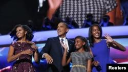 صدر اوباما ڈیموکریٹک پارٹی کے قومی کنونش میں خاتون اول اور اپنے بچوں کے ہمراہ