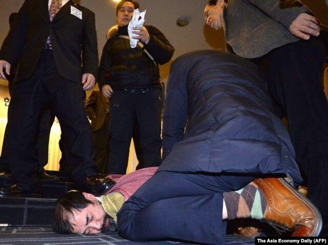 Hung thủ tấn công đại sứ Lippert bị bắt.