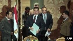 Nodavlat tashkilotni chetdan moliyaganlikka doir ishni sudyalar Samih Abu Zeid va Ashraf al-Ashmaviy olib bormoqda