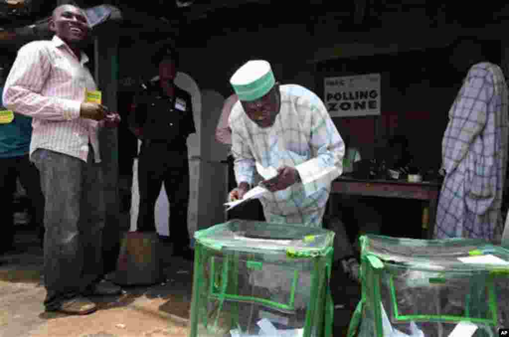 A man cast his vote during the National Assembly election at a polling station in Ibadan, Nigeria, April 9, 2011. (AP image)