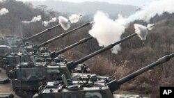 南韓軍方星期一在有爭議的南北韓海上邊界附近舉行例行的實彈演習