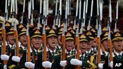在北京欢迎比利时国王菲利普的中国仪仗队 (2015年6月23日)