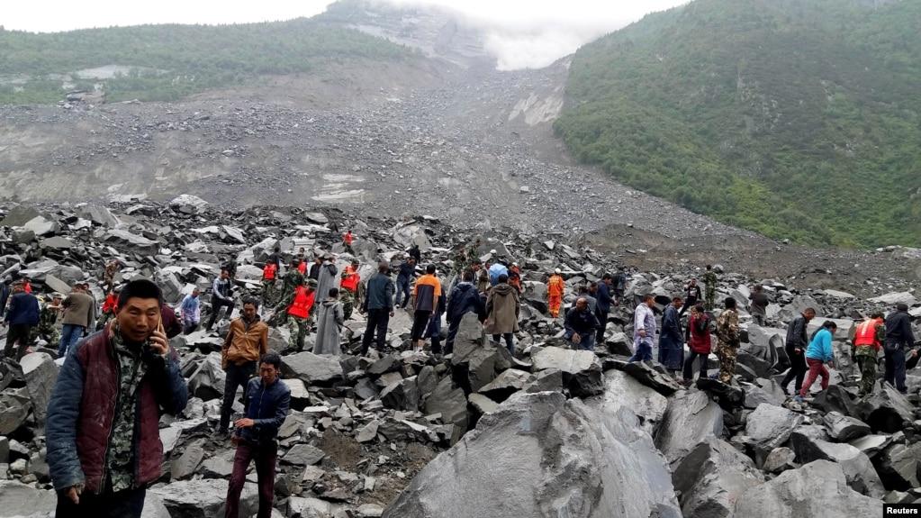 Kinë, 6 të vdekur; 120 të zhdukur nga rrëshqitja e dheut
