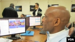 Gary Valentino Hollis learns to build a webpage from inside San Quentin State Prison. (VOA / JoAnn Mar)