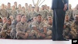 12月13号,美国国防部长帕内塔在吉布提美军事基地发表讲话