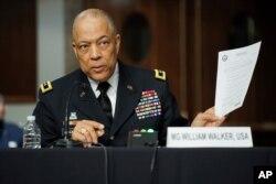 Mayor Jenderal William Walker, Komandan Garda Nasional Distrik Columbia, saat memaparkan kerusuhan di Gedung Kongres pada 6 Januari lalu, Washington, 3 Maret 2021.