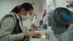 Քաղցկեղով հիվանդ կանայք դիմակների բարեգործական արտադրություն են սկսել Ղրղստանում
