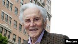 향년 103세로 별세한 영화배우 커크 더글러스.