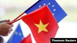 Parlemen Uni Eropa menyetujui kesepakatan perdagangan bebas dan kesepakatan investasi dengan Vietnam yang akan menghapus semua tarif selama 10 tahun ke depan, Rabu (12/2).