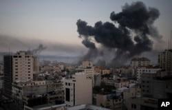 Shambulizi la Israel katika mji wa Gaza, Jumatano, Mei 12, 2021. Shambulizi hili linafuatia roketi zilizorushwa kutoka Gaza kuelekea Israeli.