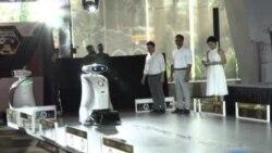 A Singapour, des robots chantent et nettoient à la place de l'homme