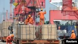 中國江蘇省連雲港市的一個港口的出口貨物。