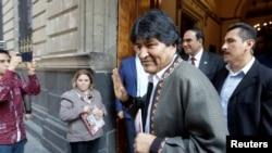 Mantan presiden Bolivia Evo Morales setelah konferensi pers di Mexico City, Meksiko, 27 November 2019.