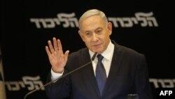 Premijer Izraela Benjamin netanjahu na konferenciji za novinare na kojoj je najavio da će od Kneseta tražiti imunitet (Foto: AFP/Gil Cohen-Magen)